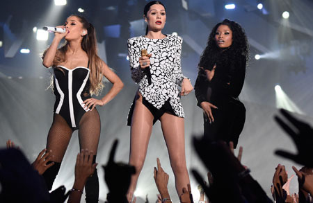 Ariana Grande, Jessie J and Nicki Minaj performed Bang Bang