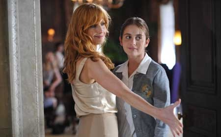 Beckett (Sophia Curtis) meets Pamela (Kelly Reilly)