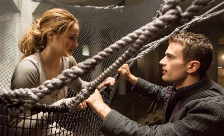 Tris and Four feel an attraction
