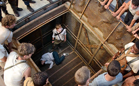 Newt (Thomas Sangster) finds unconscious Teresa in the box