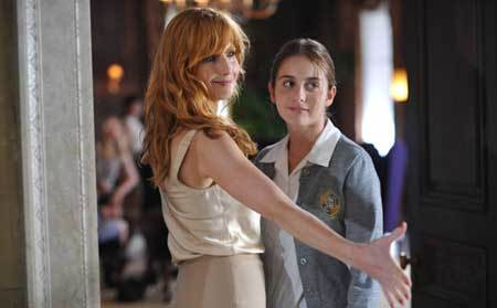 Evil Pamela (Kelly Reilly) welcomes Beckett to school