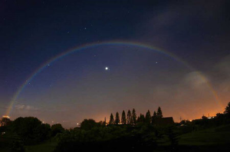 Forget rainbows, moonbows are what you want to see!