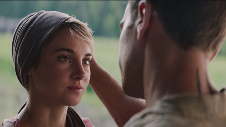 Tris (Shailene Woodley) with Four/Tobias (Theo James)