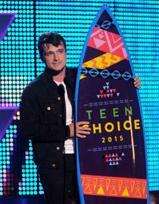 Josh Hutcherson accepts the Choice Movie Actor: Sci-Fi/Fantasy Award