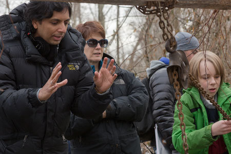 The director on set with Ed Oxenbould (right)