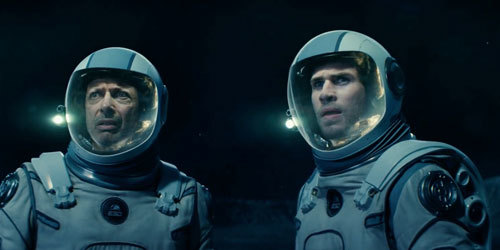 Jeff Goldblum and Liam Hemsworth's characters discover the alien sphere