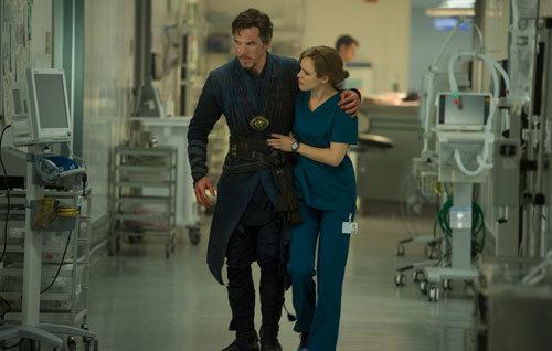 Doctor Stephen Strange (Benedict Cumberbatch) and Christine Palmer (Rachel McAdams)