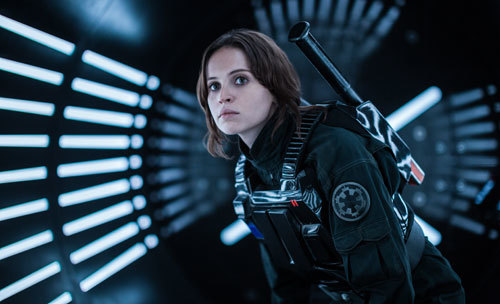 Jyn Erso (Felicity Jones) undercover on her mission