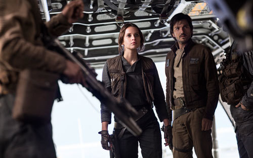 Lyn and Cassian aboard their stolen Imperial ship