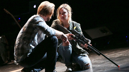Troy Baker and Ashley Johnson reprising their roles from The Last of Us on stage.