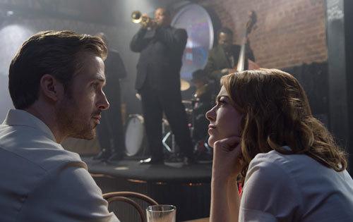 Mia (Emma) and Sebastian (Ryan) listen to Jazz