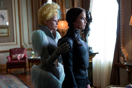 Effie prepares Katniss for her execution of Snow