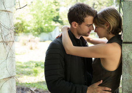 Lovers Four and Tris before their escape from Chicago