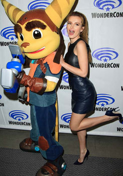 Bella with Ratchet cosplayer at Wondercon