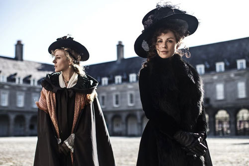 Susan (Kate Beckinsale) with BFF Alicia (Chloë Sevigny)