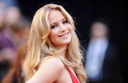Jennifer wore a beautiful red dress for the 2011 Oscars!