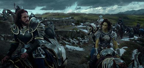 Commander Lothar is attracted to Garona (Paula)