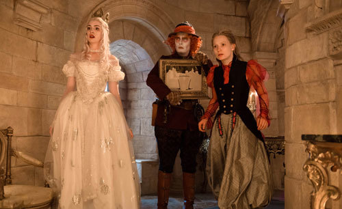 White Queen, Hatter and Alice in shock