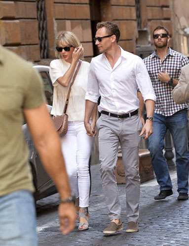 Tom and Taylor get romantic in Rome!