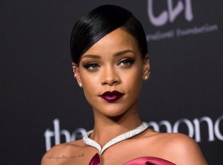 Rihanna reached out to fans - with free pizza and towels!