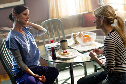 Vee (Emma Roberts) and mom (Juliette Lewis) discuss her future