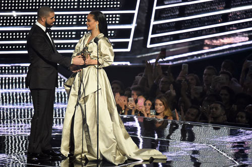 Drake presenting Rihanna with the Michael Jackson Video Vanguard Award