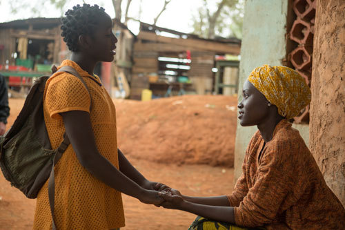 Madina as Fiona wants mom Harriet (Lupita) to let her play chess