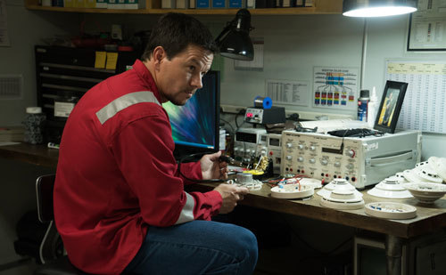 Mike (Mark Wahlberg) fixes old smoke alarms in his office