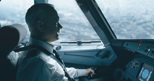 Sully (Tom Hanks) about to ditch the plane in the Hudson