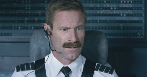 Co-pilot (Aaron Eckhart) after the bird strike