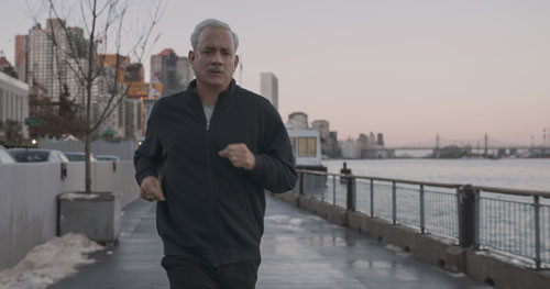 Sully (Tom Hanks) jogs to clear his head