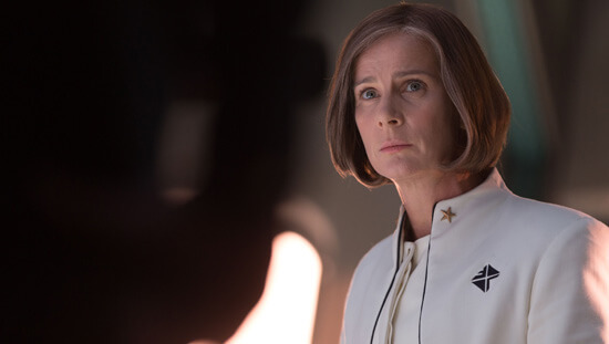General Lynex (Rachel Griffiths) lies about the trouble on the planet