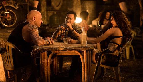 Xander meets with bad guy Xiang and Serena