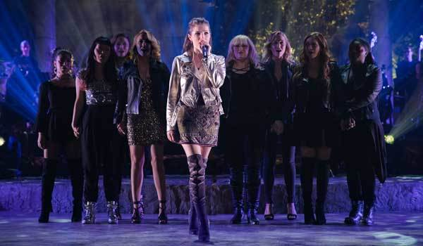 Beca leads the Bellas in their last song