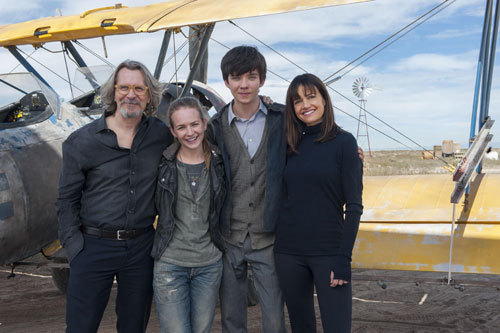 Britt with Gary Oldman, Asa Butterfield and Carla Gugino on set