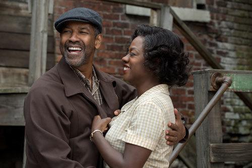 Denzel Washington plays Troy Maxson and Viola Davis plays Rose Maxson