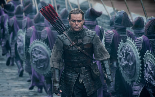 William (Matt Damon) is overwhelmed by the army at the Great Wall