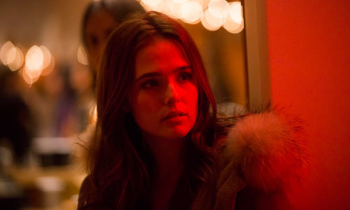 Samantha (Zoey Deutch) realizes she must make changes