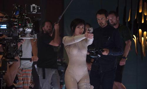 Scarlett on set with director Rupert Sanders