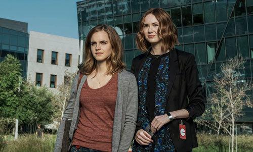 Mae (Emma) with bestie Annie (Karen Gillan)