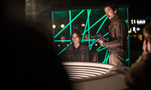 Jyn and Cassian in Rebel headquarters
