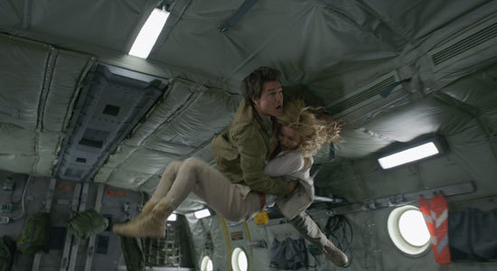 Nick (Tom Cruise) tries to protect Jenny during Zero-G
