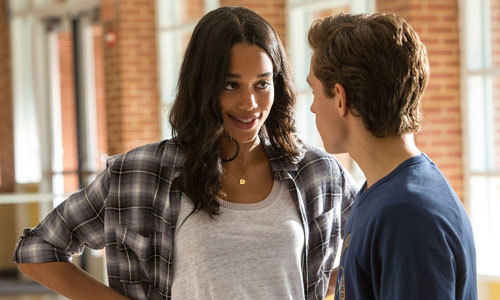 Liz (Laura Harrier) talks with Peter