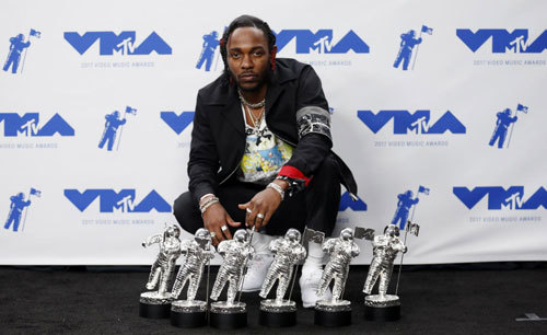 Kendrick Lamar took home 6 moon mans!