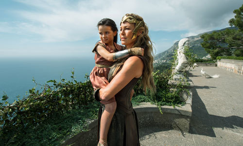 Young Diana with her mother Hyppolita