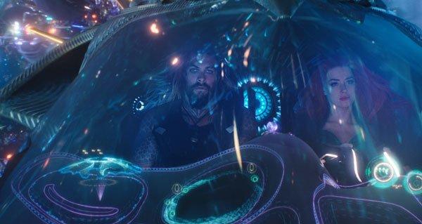 Mera rescues Aquaman/Arthur in her underwater ship