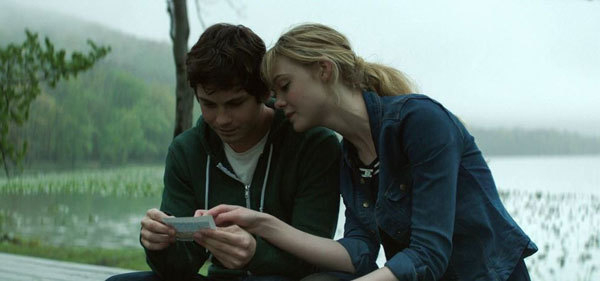 A teen Sidney with girlfriend Melody (Elle Fanning)