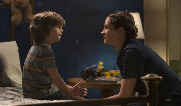 Auggie's mom tries to comfort Auggie (Joseph Tremblay)