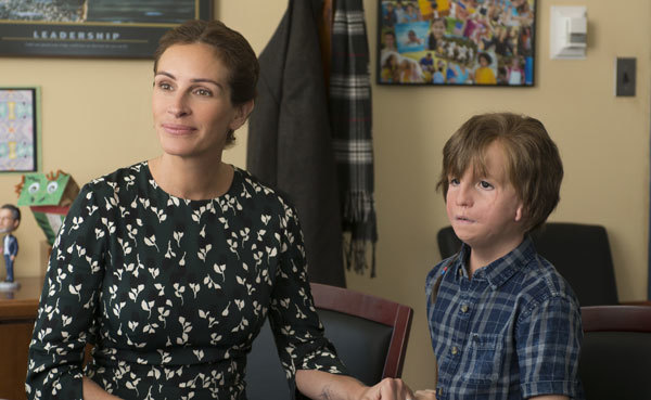 Auggie's mom (Julia Roberts) enrolls him in school