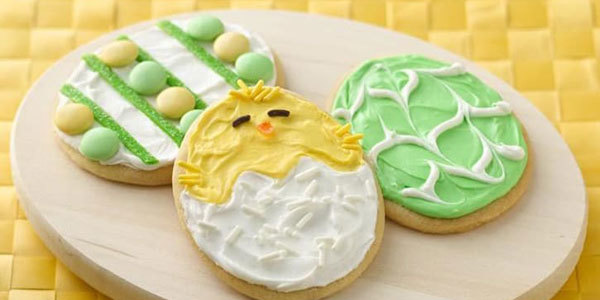 Feel like getting into the spirit of spring by whipping up a batch of sweet Easter treats? Find out how to decorate Easter cookies!